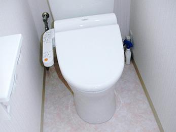 落ち着いた印象のトイレと、コンパクトで使い勝手の良い洗面化粧台になりました。
