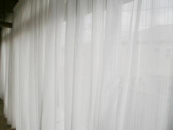 やさしい素材感のカーテンで希望通りの内装になりました。