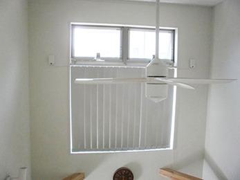 ブラインドを付けた事で、お部屋がほどよい明るさになりました。