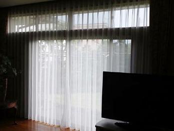 庭の様子が窺えるようなカーテンになり満足しています。プライバシーも守られるので安心です。