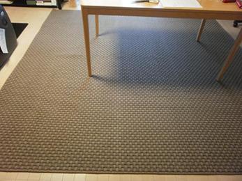 新しいカーペットの素足で踏んだ感じがとても気持良くお気に入りです。
