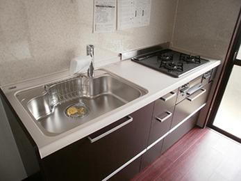 オシャレなキッチンに素敵な床、壁に貼り替えていただけてうれしいです。