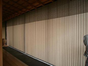 長いレールに1枚1枚取り付けられたバーチカルブラインドが和室の雰囲気に合っており満足です。