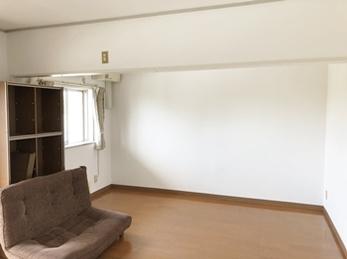 間仕切り壁を解体して、広々空間になりました。